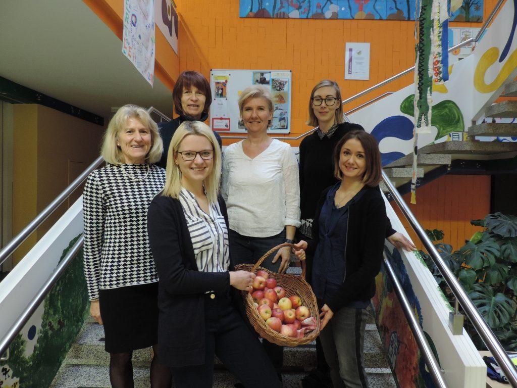 Direktorin Maria Haunschmied-Hager, Monika Dorfer, Tanja Peitl, Gerlinde Lackner, Elvira Haslhofer, Raffaela Thaller (v.l.n.r)
